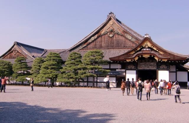 二条城へのアクセス‼京都駅からはバスがオススメだけどお堀をじっくり見たいなら電車!観光シーズン以外なら車もOK!